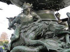 File:Albertplatz Dresden Stürmische Wogen Detail 1.JPG