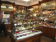 L'Etoile D'or - a little candy shop in Pigalle (stocks yummy candies & chocs from all over France)