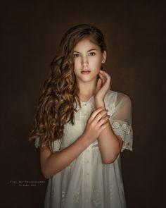 Fine Art Photography, Flower Girl Dresses, Poses, Instagram, Elegant, Wedding Dresses, Child, Fashion, Fotografia