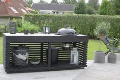 An outdoor kitchen can be an addition to your home and backyard that can completely change your style of living and entertaining. Pergola Patio, Backyard Patio, Backyard Landscaping, Pergola Kits, Outdoor Seating, Outdoor Spaces, Outdoor Living, Outdoor Decor, Parrilla Exterior
