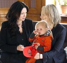 Laura Prepon, Taylor Schilling and... ?