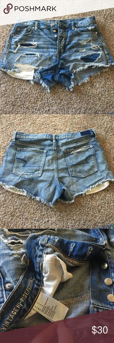 Vintage High-Rise Festival American Eagle Shorts Size 14, worn once. Buttons instead of zipper which is perfect for those who have troubles with keeping the zipper to stay up. (Makes you feel a little more sucked in, too.) Not very stretchy. MAKE AN OFFER! American Eagle Outfitters Shorts Jean Shorts