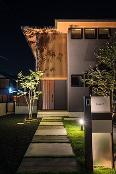 植栽と建物を生かす光 I's garden 滋賀県T様邸 Spectacular garden lighting by lighting professionals. Enjoy a dramatic, romantic, even mysterious scene comparing to a day time. Japanese Home Design, Japanese House, Facade Design, Exterior Design, Fence Design, Japanese Architecture, Modern Architecture, Rustic Bathroom Designs, Garden Landscape Design