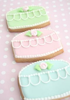 Sugar cookies decorated with royal icing.  Want to read more about cookies, cakes and decoration? Visit my cake blog www.cakejournal.com