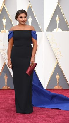 #oscarfashion Actress Mindy Kaling arrives on the red carpet for the 88th Oscars on February 28, 2016 in Hollywood, California. AFP PHOTO / VALERIE MACON / AFP / VALERIE MACON