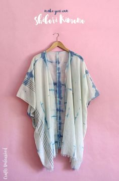 Shibori Kimono: Step by Step - Consumer Crafts This DIY Shibori Kimono is the perfect light and summery layering piece. It's easy to make with just a scarf and some fabric dye. Kimono Diy, Motif Kimono, Diy Clothes Kimono, How To Make Kimono, Kimono Sewing Pattern, Kimono Fabric, Easy Sew Dress, Diy Dress, Diy Clothing