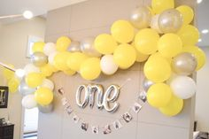 Easy methods to Make a Balloon Arch (DIY) Balloon Arch Diy, Balloon Tower, Ballon Arch, Balloon Columns, Balloon Garland, Streamer Decorations, Party Decoration, Baby Shower Decorations, Happy Birthday Signs