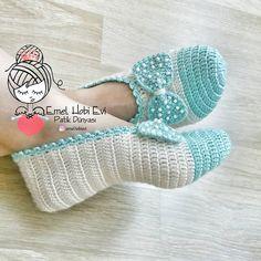 Crochet Mask, Crochet Slippers, Knit Crochet, Crochet Slipper Boots, Knitting Patterns, Crochet Patterns, Wood Craft Patterns, Bag Pattern Free, Crochet Home