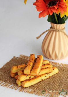 Saratele de casa fragede cu cascaval Good Food, Appetizers, Banana, Cheese, Cookies, Mac, Cooking Ideas, Projects, Deserts