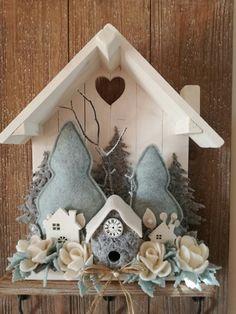 Felt Christmas, Handmade Christmas, Christmas Holidays, Christmas Wreaths, Christmas Decorations, Xmas, Christmas Ornaments, Wreath Crafts, Felt Crafts