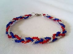 Wear the most fashionable and patriotic accessories on the 4th of July, all hand-made! Check out these cute jewelry ideas that you can create with very simple materials!