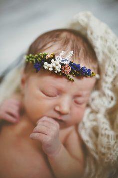 Süßer Blumenkranz für das erste Neugeborenen Fotoshooting, Accessoire für Dein Baby / baby flower crown for first photoshoot, accessory for your baby made by Magaela via DaWanda.com