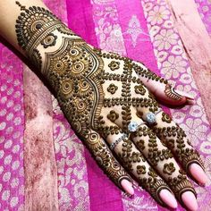 Just Browse here and see the Latest Ideas & Designs of Mehndi to make your hand and finger more beautiful. Mehndi Design by Heena Paradise Indian Henna Designs, Back Hand Mehndi Designs, Latest Bridal Mehndi Designs, Henna Art Designs, Mehndi Designs 2018, Simple Arabic Mehndi Designs, Mehndi Designs For Girls, Mehndi Design Photos, Wedding Mehndi Designs