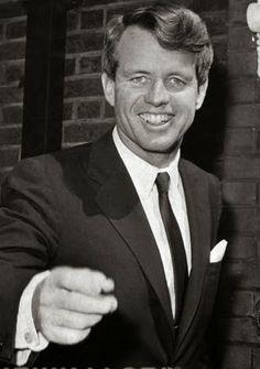 PETALI DI CILIEGIO ...per coltivare la speranza: Atto di abbandono di Robert Kennedy