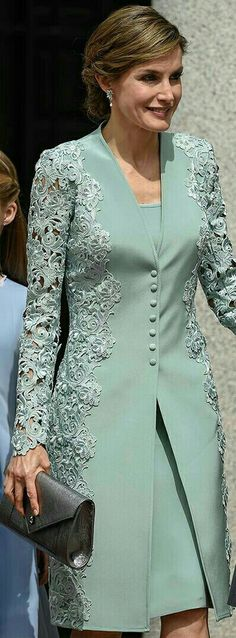 "Queen Letizia - mint green embroidered lace coat and dress by Felipe Varela - pewter Felipe Varela clutch - Magrit 'Barbara' clutch ""Mother of bride outfit Trendy Dresses, Elegant Dresses, Formal Dresses, Bride Dresses, Hijab Fashion, Fashion Dresses, Dress Brokat, Mode Top, Elegantes Outfit"