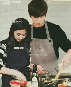 Bts Twice, Autumn Instagram, Couple Cooking, Kpop Couples, Tzuyu Twice, Korean Couple, Ulzzang Couple, Cooking Together, Her Smile
