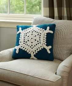 DIY Home Decor: Let It Snow Pillow