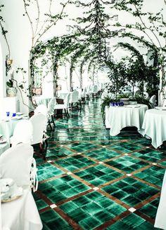 dining in a sea of emerald // positano, italy