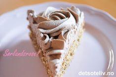 Dette er en veldig populær kake som opprinnelig kommer fra Kristiansand. Nydelig mandelbunn, som lages helt uten hvetemel, dekkes med luftig kaffe- og sjokoladekrem. En absolutt favoritt i alle selskaper! No Bake Desserts, Baking, Sweet, Cakes, Food, Blogging, Candy, Cake Makers, Bakken