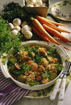 Gemüserisotto mit Hirse:      Zutaten für 4 Personen:     250 g Möhren     100 g Zuckererbsen     Salz     200 g Zucchini     375 g Champingnons      2 EL Öl     Pfeffer     150 g Speisehirse     1 l Gemüsebrühe (rein pflanzlich))     1 Topf Kerbel     200 g Frischkäse (2,5 % Fett)