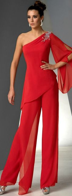 One Shoulder Mother of the bride pant suits dresses Red chiffon pants outfit - Mother Of The Bride Pantsuits Chiffon Pants, Red Chiffon, Jumpsuit Damen Elegant, Beautiful Outfits, Cool Outfits, Evening Dresses, Formal Dresses, Bride Dresses, Elegant Evening Jumpsuits