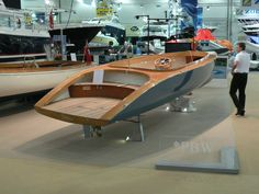Electric tenders are safer , quieter and cleaner. That is why electric superyacht tenders are dominating the globe quickly. Here are the top picks for superyacht tenders worldwide including our electric boat options. Wooden Speed Boats, Wood Boats, Wooden Boat Building, Wooden Boat Plans, Yacht Design, Boat Design, Course Vintage, Yatch Boat, Bay Boats