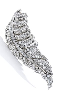 ZepJewelry leading luxury magazine featuring the top latest jewelry trends. Trendy necklaces, rings, pendants and earrings. Art Deco Jewelry, Fine Jewelry, Jewelry Design, Jewellery, Ruby And Diamond Necklace, Diamond Jewelry, Antique Jewelry, Vintage Jewelry, Feather Jewelry
