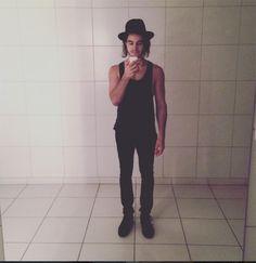 Look todo preto - com chapéu, claro!