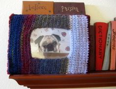 Crochet yourself a Picture Frame! Free tutorial and pattern from @Melissa Langer  http://pugnotes.blogspot.com/2012/03/easy-crochet-picture-frame-tutorial.html