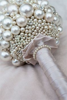 Pearl wedding bouquet #wedding #bouquet #alternative