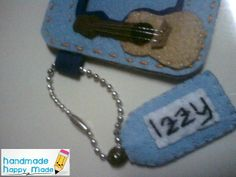 luggage tag or mini felt photo frame details.