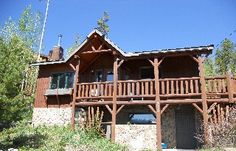 Pet-Friendly cabin on the edge of Columbine Lake.