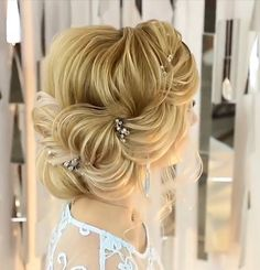 Hairstyles For Women - Frisuren - Wedding Hairstyles Unique Hairstyles, Girl Hairstyles, Braided Hairstyles, Wedding Hairstyles, Hairstyles 2018, Curly Hair Styles, Natural Hair Styles, Hair Upstyles, Bridal Hair Updo