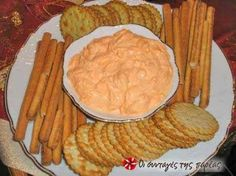 easy dip with cream cheese and peppers! Finger Food Appetizers, Finger Foods, Cream Cheese Dips, Greek Cooking, Party Snacks, Party Recipes, Appetisers, Greek Recipes, Party Cakes
