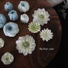 - 커버는 어떤 색감으로 할지 고민중  - #flowercake  #koreancake l #cakedesign #cakeart #artist  #cakeartist #floral #cakeclass #mydearcake #bakingstudio #플라워케이크 #flowercakeclass  #cakeclass #เค้กช่อดอกไม้ #เค้กดอกไม้ #鮮花蛋糕 #마이디어 #노필터 #nofilters #buttercream #flowers #꽃스타그램 #소국 #스카비오사 #scabiosa