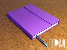'Violet' MiniBook Cierre con Imán .  Tamaño A6: 15x11 / 65 hojas lisas. Modelo Exclusivo Filipina.
