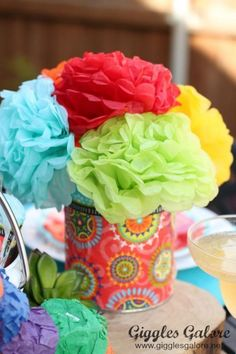Get your fiesta on with this colorful Chippin', Dippin' and Margarita Sippin' Cinco de Mayo Party. Find recipes, diy tutorials, party favors and more. Mexican Fiesta Party, Fiesta Theme Party, Taco Party, Mexican Menu, Mexican Desserts, Fiesta Party Centerpieces, Mexican Centerpiece, Quinceanera Centerpieces, Table Centerpieces