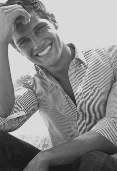 Das Beste was ein Mann anziehen kann, um anziehend zu sein: ein breites offenes Lächeln.