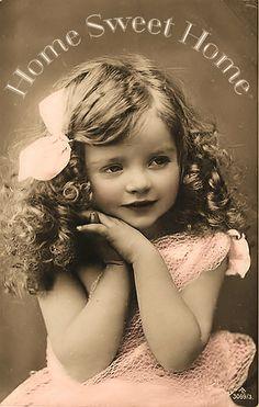 Vintage Image This looks like the old pictures of my mom! Vintage Abbildungen, Images Vintage, Vintage Girls, Vintage Beauty, Vintage Postcards, Vintage Children, Vintage Stuff, Vintage Hair, Funny Vintage Pictures
