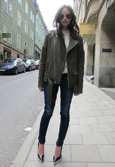 great leather jacket, dark skinny jeans and fab pumps