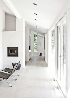 Calm and Natural Nordic Interior Design - Fredensborg House by NORM Architects - DigsDigs Interior Simple, Nordic Interior Design, Black And White Interior, Modern Interior, Interior Architecture, Interior Decorating, Color Interior, Online Architecture, Natural Interior