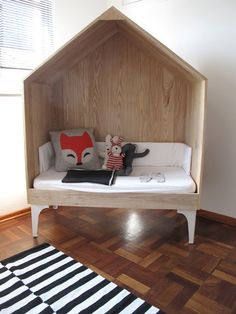 espace-lecture-enfant-dans-petite-cabane #Kidfurniture