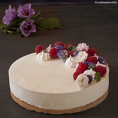 Cheesecake ai lamponi · Cooking me softly Chesee Cake, Cakes, National Cheesecake Day, Famous Desserts, No Bake Cheesecake, Recipe Boards, Food Plating, Oreo, Cake Decorating