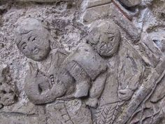 بين عاميّ 2013 و2016 خضعت اللوحة الجصيّة الفارسية الضخمة التي تعود إلى القرن الثاني عشر وتحمل الرقم SW.160.2011 إلى معالجة ترميمية أساسية طويلة المدى.  الهدف من هذه المعالجة الترميمية الطويلة كان تثبيت حالة القطعة والعمل على تحسينها، إضافة إلى كشف سماتها الأصلية وتجهيزها للعرض.  ارتكزت المعالجة التي نُفذّت في متحف الفن الإسلامي على فحص وتحليل مفصلين للمواد التي صُنعت منها اللوحة؛ وعلى تحليل علمي للأصبغة ومادة الجص التي صُنعت منها الأرضية الأصلية، وقد تمت هذه الدراسات بالتعاون مع كلية لندن…