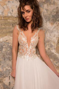fcdd88654 72 mejores imágenes de Vestidos de novia sexys en 2019