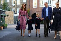 5 September 2019 - William and Kate accompany Princess Charlotte for her first day of school at Thomas's Battersea in London, together with Prince George - dress by Michael Kors, shoes by Prada Kate Middleton Kids, Kate Middleton Photos, Prince Georges, Duchess Kate, Duke And Duchess, Celebrity Moms, Celebrity Style, Vestido Michael Kors, Hugh Grosvenor
