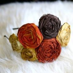 Imagine bridesmaids wearing these in their hair