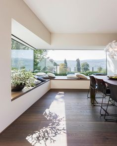 Don't let the space near your window unused. Instead, turn the space into a comfy window seat. Here we listed window seat ideas to help you create one Modern House Design, Modern Interior Design, Home Design, Modern Interiors, Design Ideas, Contemporary Interior, Design Inspiration, Big Modern Houses, Contemporary Houses