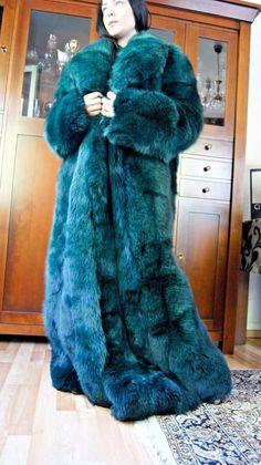 Blaues Wunder vv Puffer Coat With Fur, Long Fur Coat, Fur Fashion, Womens Fashion, Fashion Dresses, Fur Decor, Green Fur, Fox Coat, Fur Clothing