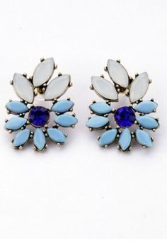 Azure earrings in shape of flowers - perfect for elegant stylings. Every woman who loves blue color should have it! It will be perfect for stylizations with blue or grey elements. Wear it while your hair is pinned.